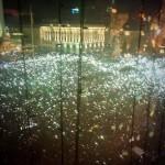 200 тисяч людей виконують гімн України перед концертом ОЕ, 14 грудня 2013 року /Павло Шеремет/