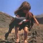 Девочка-Маугли Типпи и попугай
