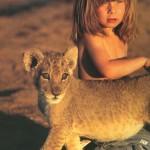 Девочка Типпи и львенок